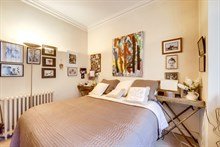 Couples getaway in romantic apartment rental for weekly or monthly rentals in heart of Paris, 6th arrondissement