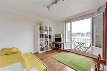 Family-friendly apartment for rent for short term, balcony, 3 bedrooms, sleeps up to 5 guests, near Paris Saint-Lazare at la Garenne-Colombes