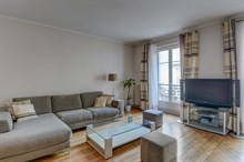 Short-term furnished rental in large 3-room apartment for 4, Rue Rocroy, Paris 10th