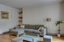Short-term stays in well-decorated 3-room apartment for 4 near rue Lafayette, Paris 10th