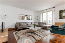 Fully furnished apartment with large kitchen and spacious bedroom in Paris 16th in Trocadero, monthly rental