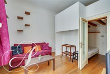 Furnished accommodation for 4 to 6 in spacious 3-room, 2-bedroom flat available for rent by month, between Montmartre & Grands Boulevards Paris IX