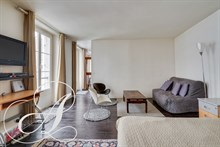 Large studio to rent 1 to 10 months close to the Champs Elysées Paris 8th district
