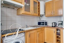 Quiet and spacious : monthly rent of a furnished studio in Golden Triangle in Paris 8th district