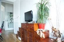 rental apartment furnished sleeps 4 guests in Golden Triangle Paris 11th