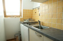 furnished apartment to rent short term sleeps 4 guests in Golden Triangle Paris XI
