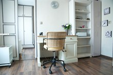 Seasonal rental furnished apartment for 2 heart of 17th Paris