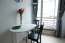 short term rental apartment for 5 guests in the heart of the 18th district of Paris Montmartre