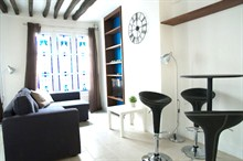 short term rental studio apartment for 4 on rue du Temple Paris III