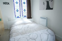 elegant studio apartment in the Marais to rent short term for 4 on rue du Temple Paris III