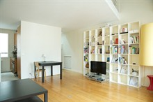 Vacation rental for 4, furnished 2-room apartment w/ balcony at Etienne Marcel, Paris 1st district