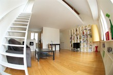 Accommodation for 4 in short-term rental duplex w/ balcony, heart of Paris 1st