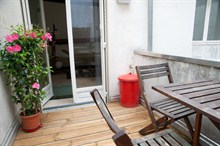 4-person duplex apartment available for short-term rental, outdoor dining on sunny terrace, rue de la Petite Truanderie, Paris 1st