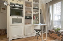 peaceful studio apartment to rent monthly for one guest on rue de Tocqueville Paris XVII