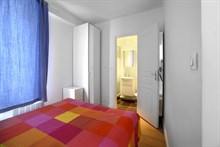 weekend rental apartment fully furnished sleeps 3 on Place d'Italie Paris 13th