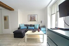Short-term rental of a studio for 4 on rue de Saint Jacques Paris 5th