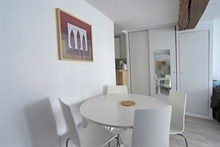 modern weekend rental for 4 guests 323 sq ft rue Saint Jacques Paris