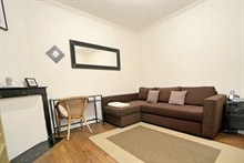 spacious weekend rental apartment for 2 avenue de Clichy Paris 17th
