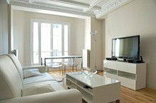 Spacious monthly rental apartment for 4 guests, rue Broca, Paris V
