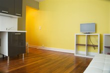 Furnished apartment to rent for the week sleeps 3 on rue Paul Bert Paris XI