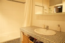 Weekly or monthly rental with all furnishings, 2 bathrooms, and sleeping space for 4, Rue Rocroy, Paris 10th