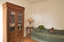 Great for personal or business stays, this apartment is fully equipped and suitable for 3 to 4 people, rue Lecourbe Paris 15th