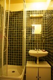 Short-term studio for 2 with tiled shower at Daumesnil, Paris 12th