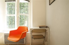 Turn-key studio for 2, short-term stays in the Triangle d'Or, Paris 8th