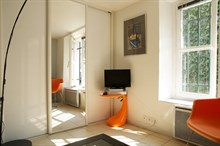 Vacation rental in furnished studio for 2, stay one week or one month in the Triangle d'Or, Paris 8th