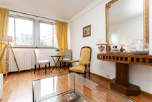 Weekly furnished, 2-room rental at rue des Bauches Paris 16th