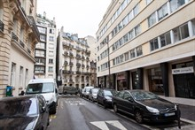 Short-term rental of a furnished, 2-room flat at rue des Bauches, Paris 16th