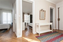 Short-term apartment rental in fully equipped 3-room apartment for 6 at Avenue de Versailles, Paris 16th