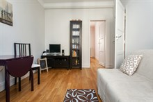 Weekly rental in a furnished 4-person flat in Batignolles, Paris 17th