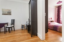 Short-term (weekly or monthly) rental in spacious, furnished 2-room apartment with sleeping space for 4 near Montmartre, Paris 17th