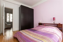 Weekly accommodation in a furnished 2-room apartment for 4 in the Batignolles area, Paris 17th