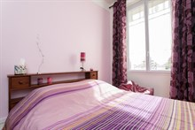 Monthly accommodation in a furnished 2-room apartment for 4 in the Batignolles area, Paris 17th