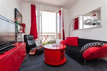 Weekly apartment rental comfortably sleeps 3 w/ 2 rooms and balcony, Saint Mandé, line 1 to Paris