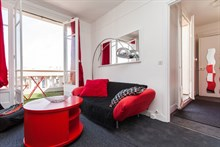 Monthly apartment rental comfortably sleeps 3 w/ 2 rooms and balcony, Saint Mandé, line 1 to Paris