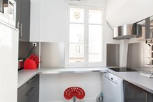 Fully equipped and furnished 2-room apartment w/ balcony in Saint Mandé, minutes from Paris