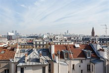 2-room furnished flat w/ balcony available for short-term holiday rental in Saint Mandé, access to Paris on line 1