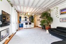Weekly apartment rental w/ 2 spacious rooms and a balcony on rue de la Convention, Paris15th