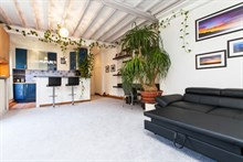Weekly rental of a 2-room, furnished apartment for 4 on rue de la Convention, Paris 15th