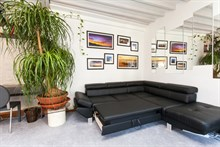 Accommodation for 4 available on a weekly basis in a furnished, 2-room flat on rue de la Convention, Paris 15th