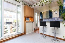 Short-term vacation in a furnished and fully equipped 2-room flat with balcony, rue de la Convention, Paris 15th