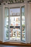 Short-term 2-room vacation rental, fully furnished with balcony on rue de la Convention, Paris15th