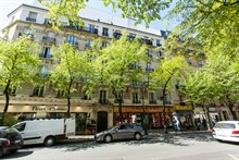 Short-term vacation rental, furnished 2-room apartment for 4 on rue de la Convention, Paris15th