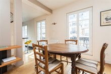 Weekly rental of a spacious and modern 2-room flat on rue de Courcelles, Paris 17th