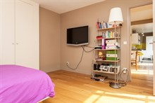 Weekly rental of a furnished and fully equipped 2-room apartment w/ balcony, rue de Courcelles, Paris 17th