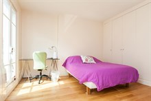 Monthly rental of a furnished 2-room apartment w/ balcony on rue de Courcelles, Paris 17th