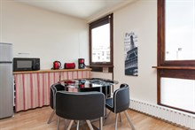 Short-term rental in a 2-room, furnished and fully equipped flat for 4 near Montparnasse Tower, Paris 14th